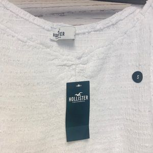 Hollister Tops - Girls on or Off The Shoulder Crop Top in White